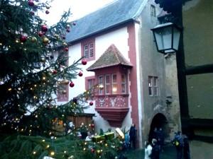 Weihnachtlicher Innenhof der Ronneburg