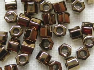 2,1 mm Hexagon Perle der Firma TOHO in der Farbe 221 (Bronze)