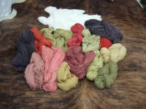 Wolle pflanzengefärbt
